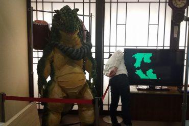 怪獣スーツの展示と塗り絵大会